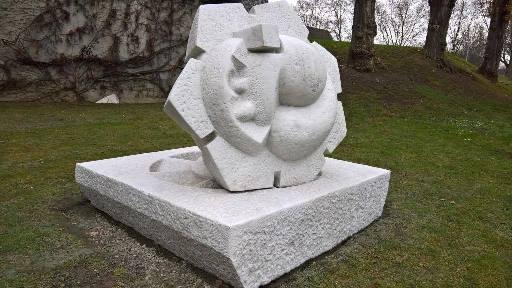 Nettoyage d'une œuvre d'art en marbre de Carrare pour le Conseil de l'Europe à Strasbourg